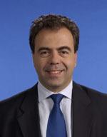 Le secrétaire d'Etat Luc Chatel joue à la Wii