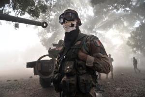 """Le soldat français masqué """"inspiré"""" par Call of Duty... ou pas du tout"""