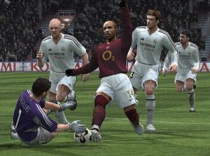 PES 5 : Thierry Henry fait la star