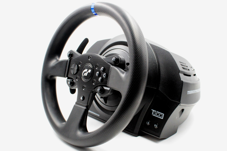 comparatif 20 volants de course l 39 essai entre 80 et 1600 test du volant thrustmaster. Black Bedroom Furniture Sets. Home Design Ideas