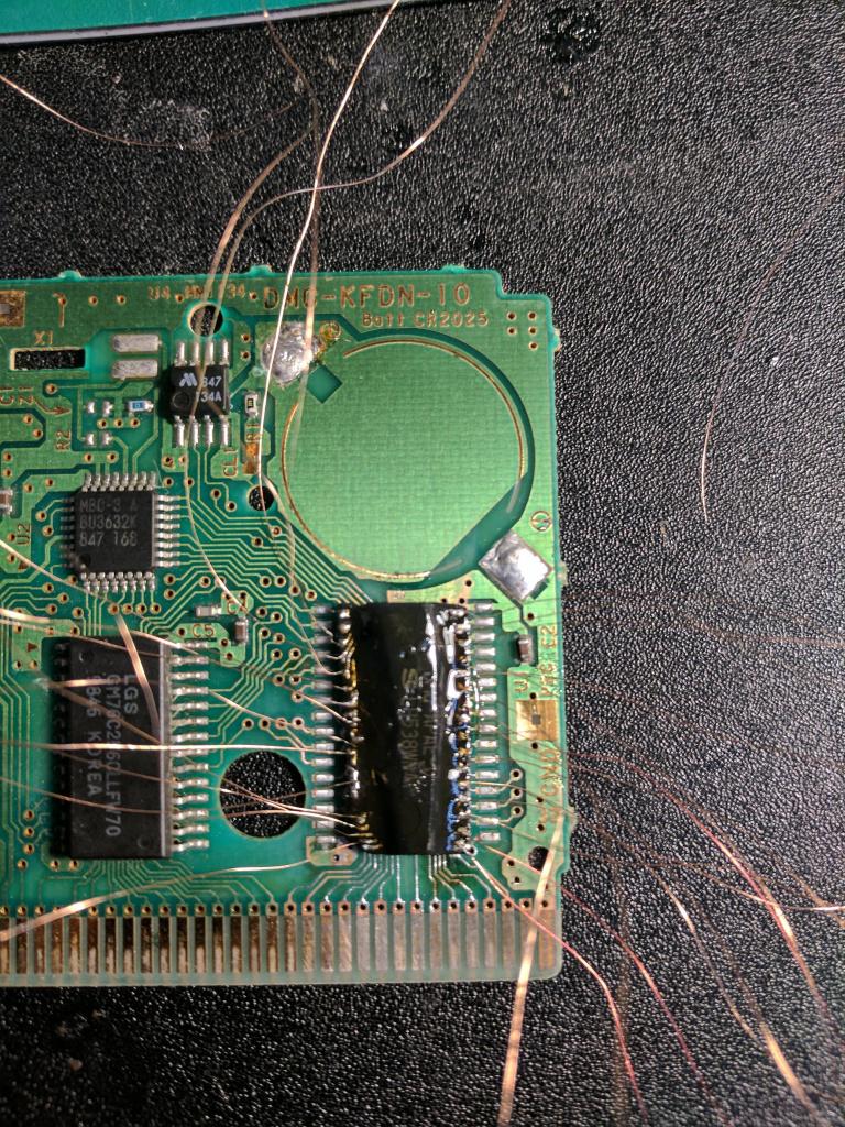 Réparer une cartouche déteriorée... grâce à une manette PS2
