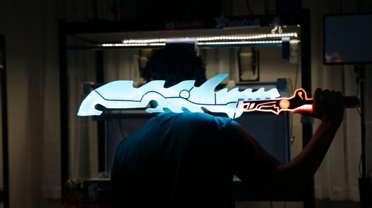 L'épée de Gardien lumineuse refaite dans la vraie vie