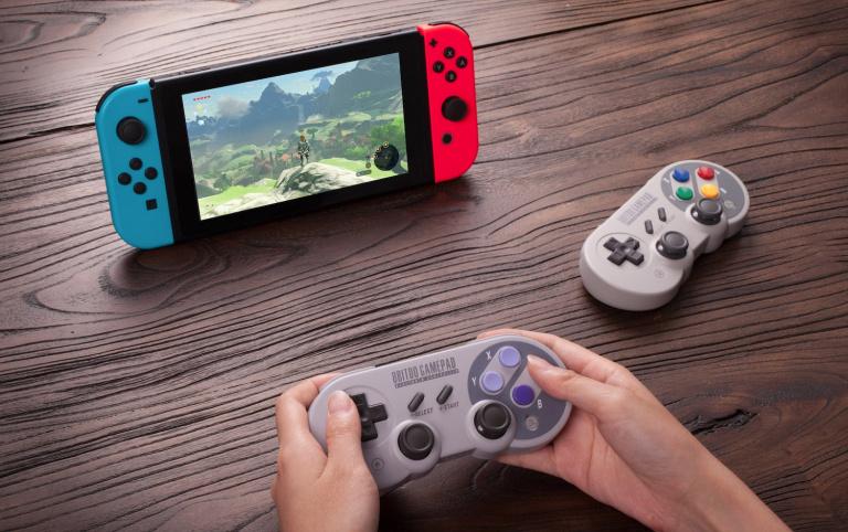 """Des manettes """"Super Nintendo"""" pour la Nintendo Switch"""