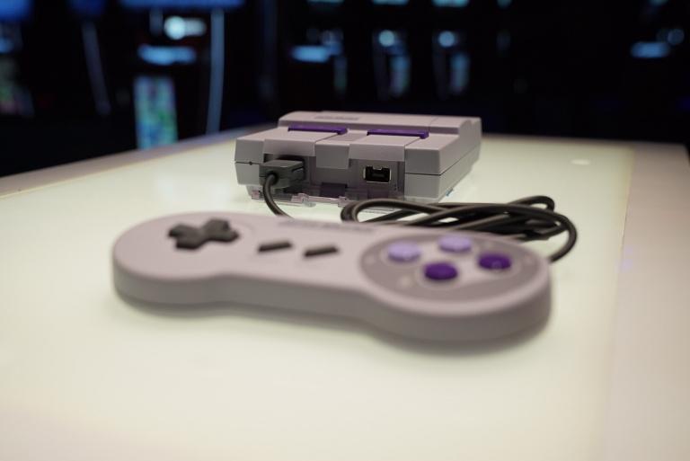 La mini Super Nintendo en chair et en os à la Comic-Con