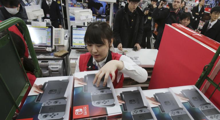 Japon : Des tirages au sort organisés pour vendre les Nintendo Switch
