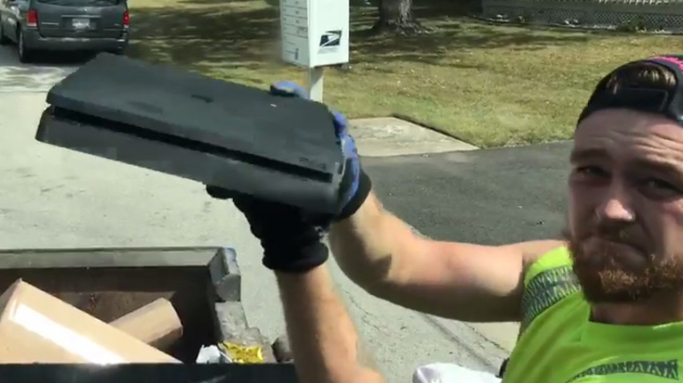 Un éboueur trouve une PS4 dans une poubelle, et elle fonctionne encore !