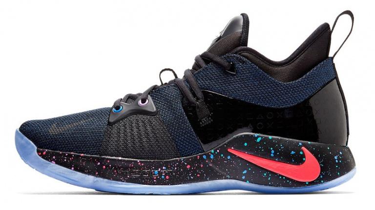 Extrait PG2 : une paire de baskets aux couleurs de Playstation -  jeuxvideo.com
