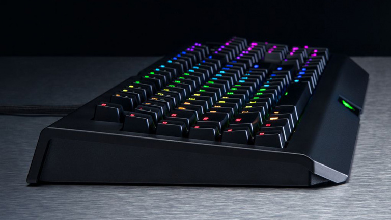 "Test Razer BlackWidow Chroma V2 : Un repose-poignet qui ""tue le game"" !"