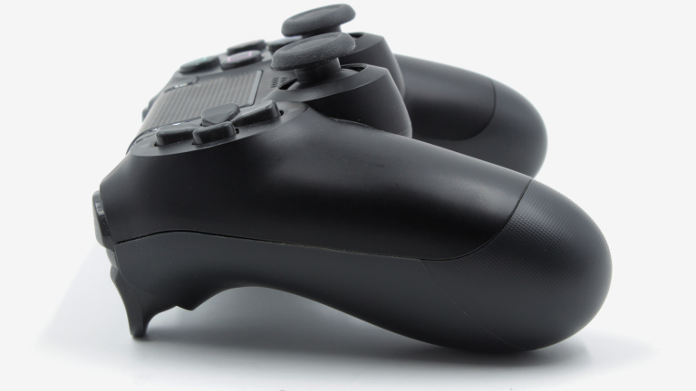 Test Sony DualShock 4 v2 : Tradition et innovation