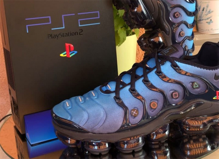 meet f8a68 8b1aa PlayStation   un fan réalise des Nike Air Max aux couleurs de la PS2