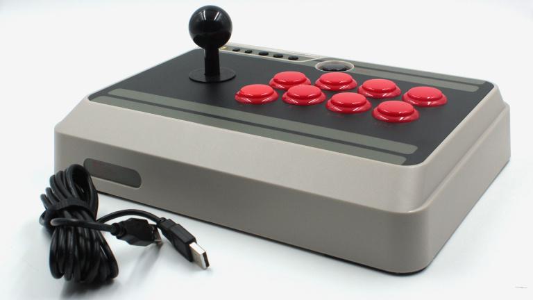 Test du 8bitdo NES30 Arcade Stick : Sans fil mais sans reproches ?
