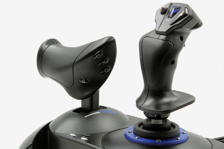 Test du Thrustmaster T. Flight Hotas 4 : Une bonne alternative à la manette.
