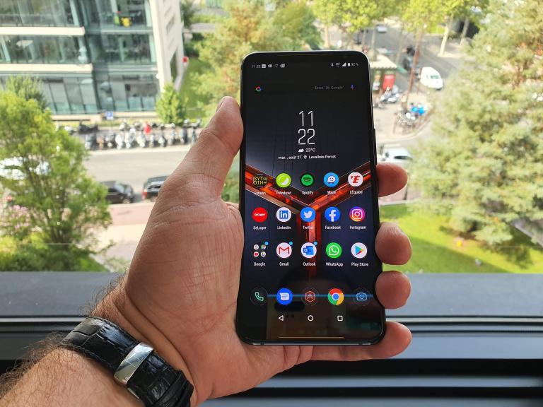 """Prise en main du ROG Phone 2, le nouveau smartphone """"gamer"""" d'Asus"""