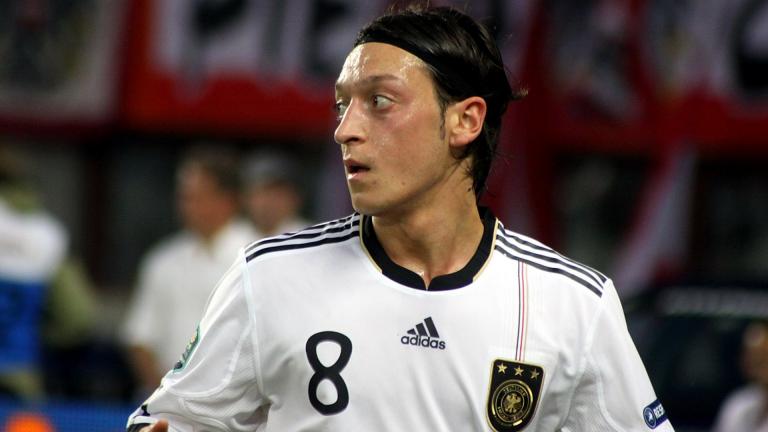 Mesut Özil évincé de la version chinoise de eFootball PES 2020 pour ses propos tenus contre le gouvernement