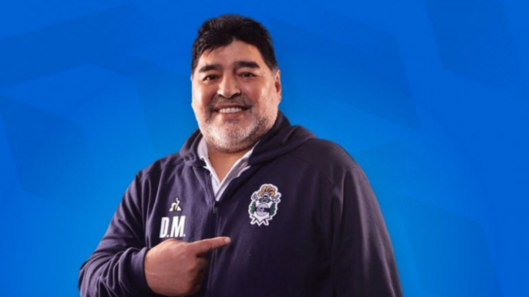 Sorare - L'entraîneur Diego Maradona met la main sur le jeu de football inspiré des cartes Panini