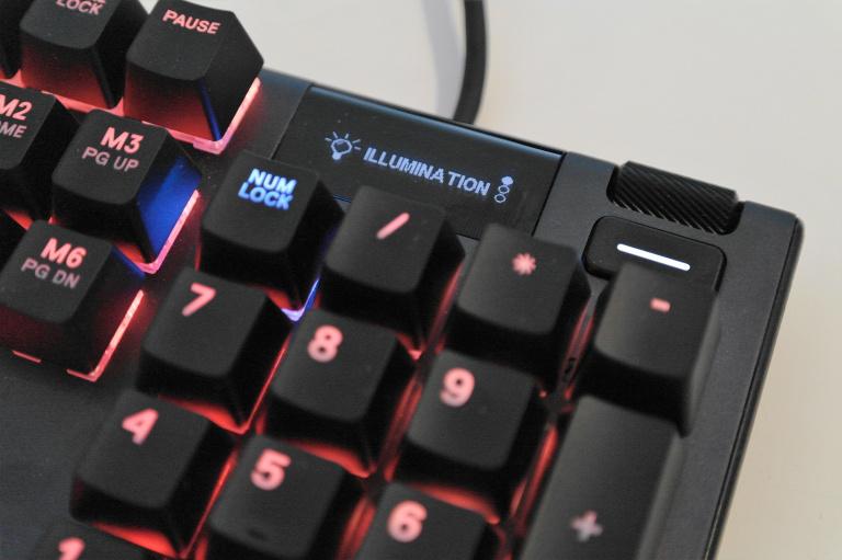 Test du clavier Steelseries Apex 5: le premium à prix doux ?