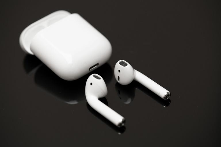 Soldes : les écouteurs sans fil Apple Airpods 2 en promotion