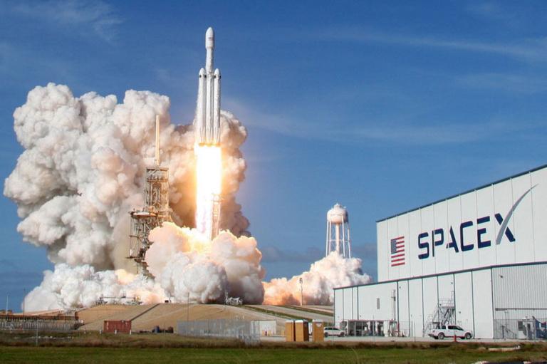 Elon Musk : pourquoi envoie-t-il 4 civils dans l'espace avec SpaceX ?