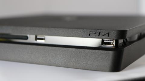 La nouvelle PlayStation 4 Slim est sortie : prix, specs, packs, comparatifs...