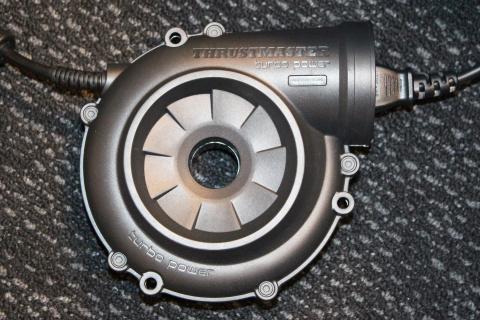 Impressions sur le Thrustmaster TS-PC Racer : un volant qui a tout d'un grand