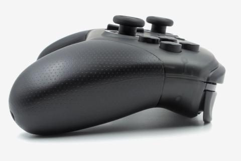 Test Nintendo Switch Pro Controller : La face sérieuse de Nintendo