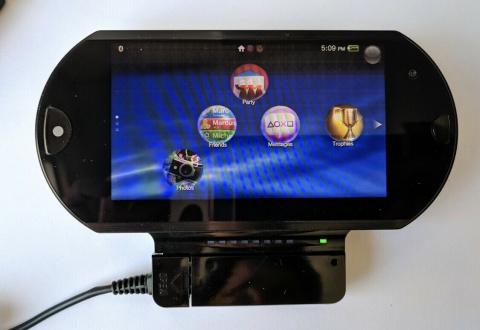 PS Vita : Un prototype coulissant proposé à 20 000$ sur eBay