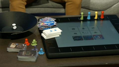 """Nous avons essayé la """"Square One"""", machine à la frontière de la console et des jeux de société"""